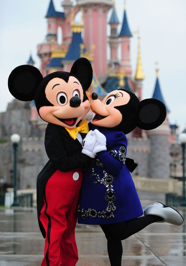 mickey and minnie at disneyland paris minnie shopped for. Black Bedroom Furniture Sets. Home Design Ideas