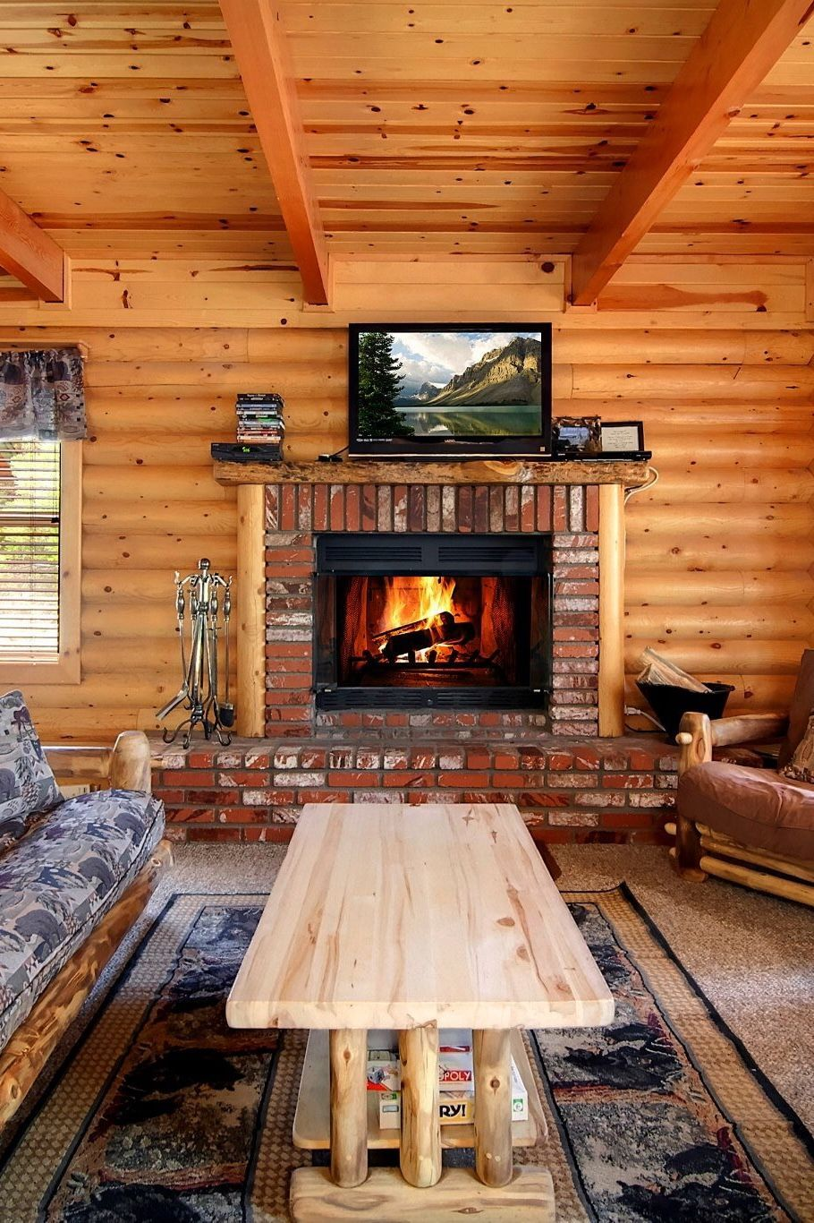 Log cabin coziness in the beautiful mountain resort