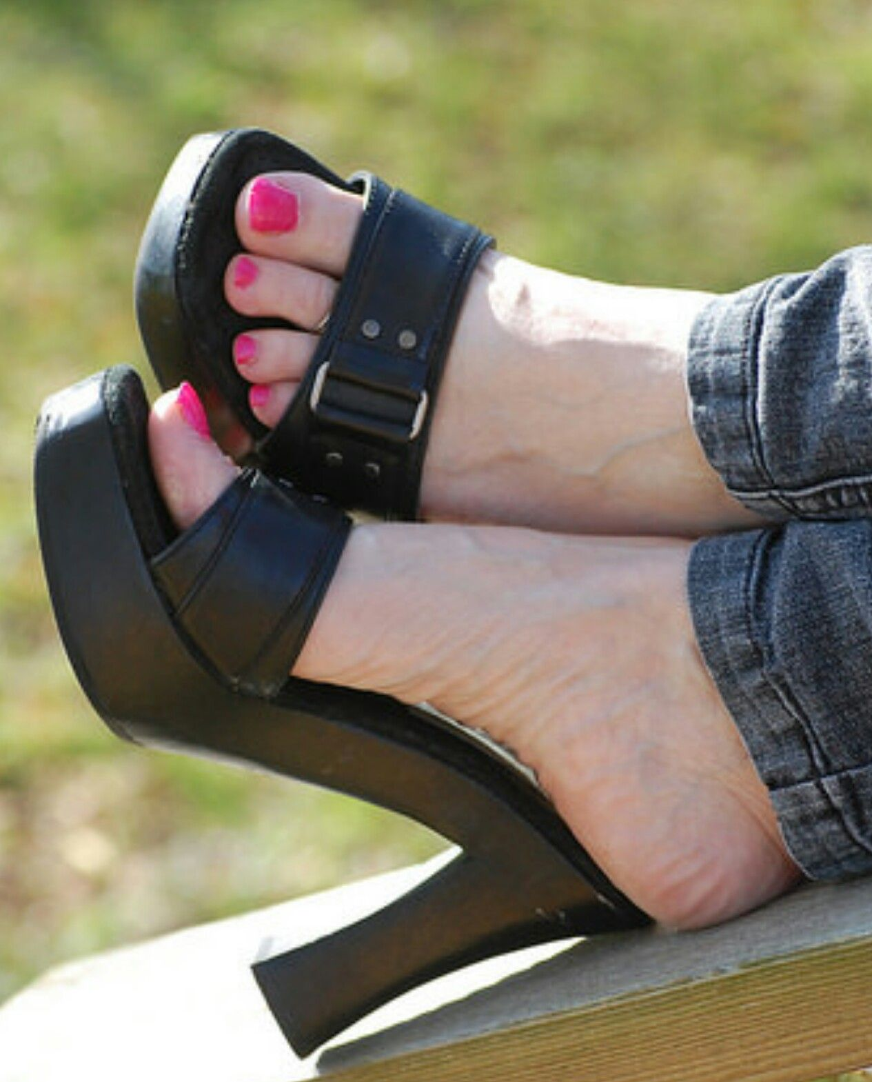 pin by mccobra on mules talons pied femme pieds. Black Bedroom Furniture Sets. Home Design Ideas