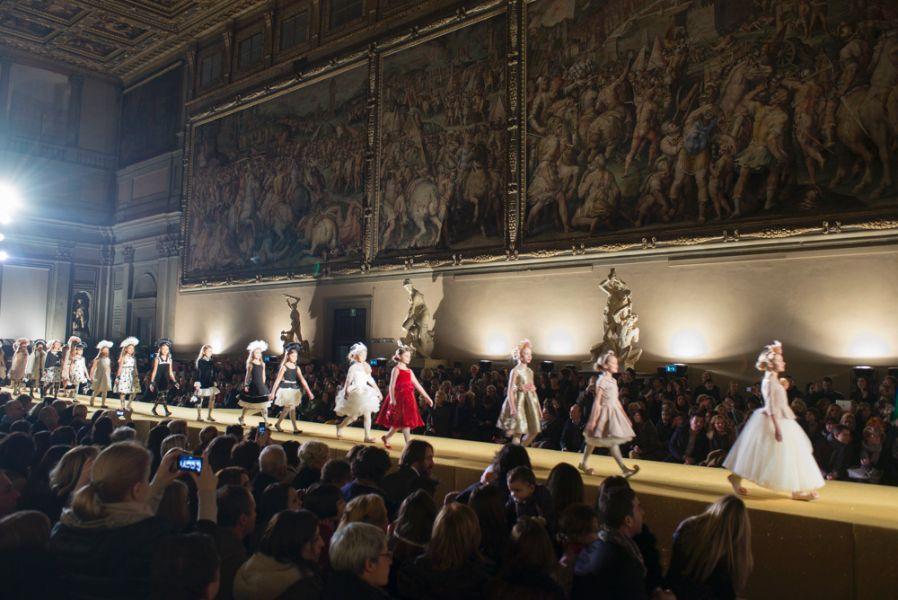 The extravagant fashion shows...MonnaLisa at the Palazzo Vecchio