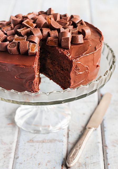 Rolo Chocolate Brownie Cake