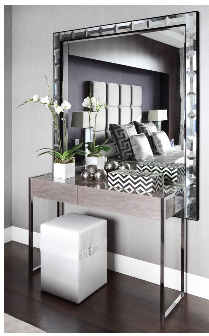 Beautiful Entry Console Table with Mirror