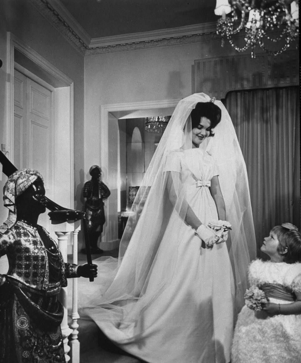 Henrietta Tiarks. 1961 Vintage bride, Wedding gowns