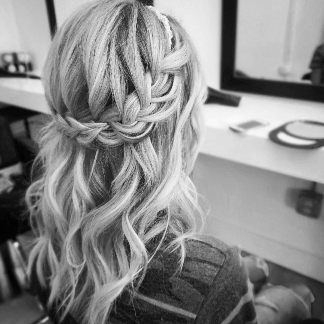 51 Romantic Wedding Hairstyles: Beautiful Half Down Half Up Braided Hairstyle With Curls