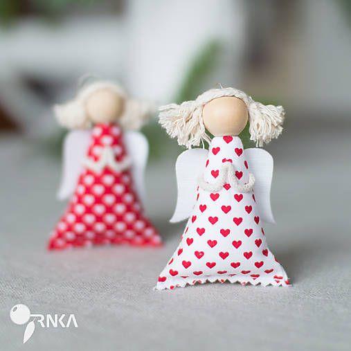 TRNKAsvet / Anjelik na zavesenie biely s červenými srdiečkami