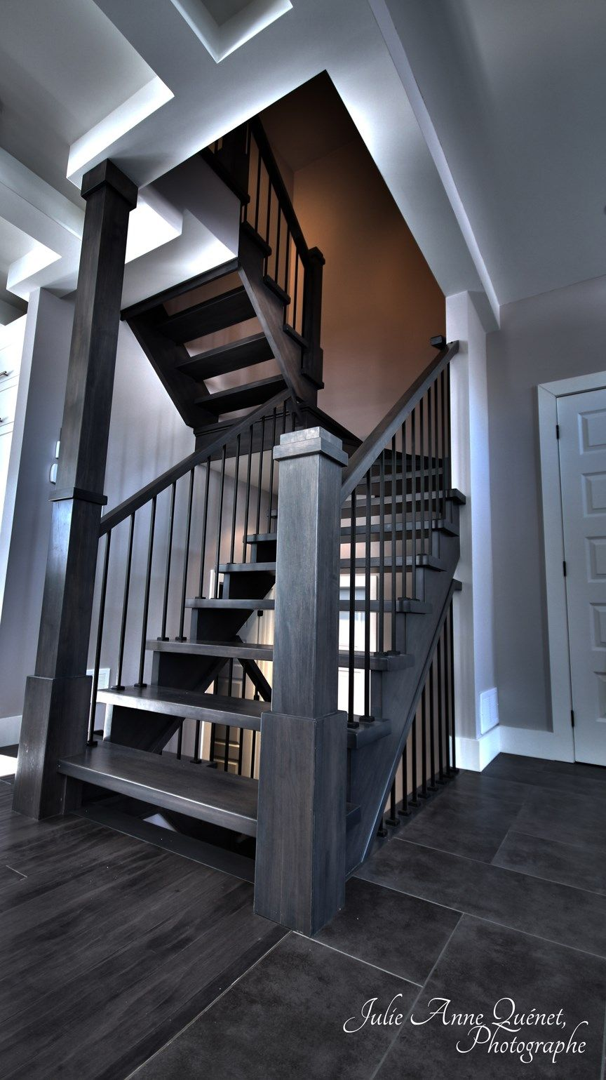 Jp Rochefort Fabrication Distribution Et Installation D Escaliers Rampes Moulures Sur Mesure A Victoriaville Balcony Railing Wooden Staircases Stairs