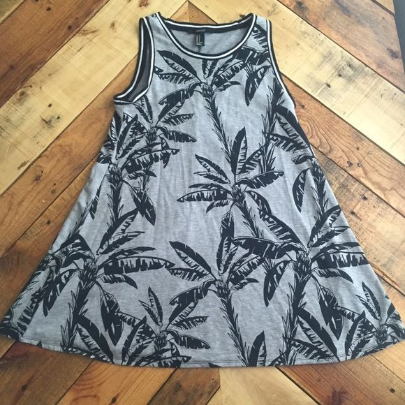Forever 21 dress Cute to just throw on real quick. Can be worn over a bathing suit or just to go out shopping. Flowy. Wore twice Forever 21 Dresses