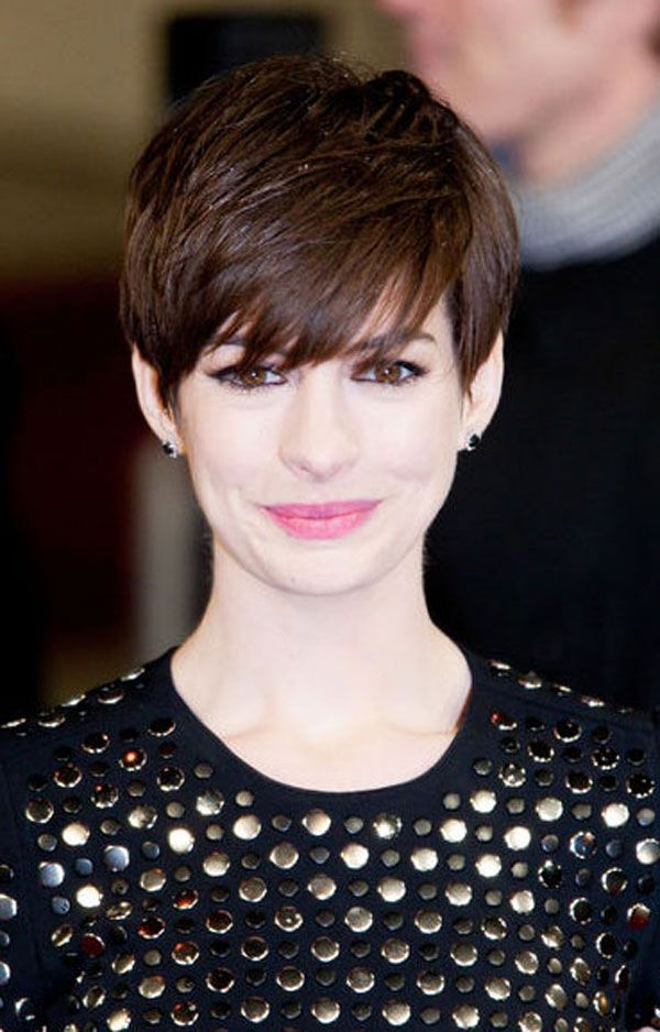 ann hathaway 39 s short pixie hairstyles girly inspiration haircut pinterest frisur kurze. Black Bedroom Furniture Sets. Home Design Ideas