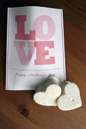 LOVE these handmade Valentine's Day goodie bags :)