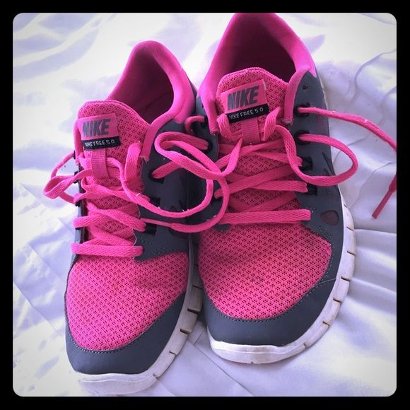 Nike sneakers! Pd$120 Nike pink sneakers, excellent condition! Nike Shoes Sneakers
