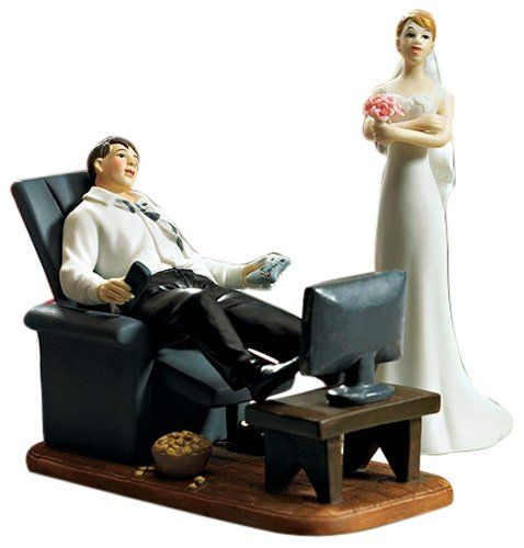 Weddingstar Tortenfigur Tortenaufsatz zur Hochzeit - Couch Potato - Game Over Mann in Sessel