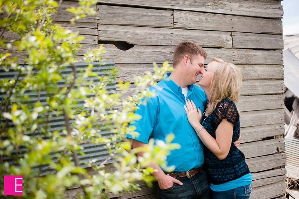 Engagement pictures by the old barn!