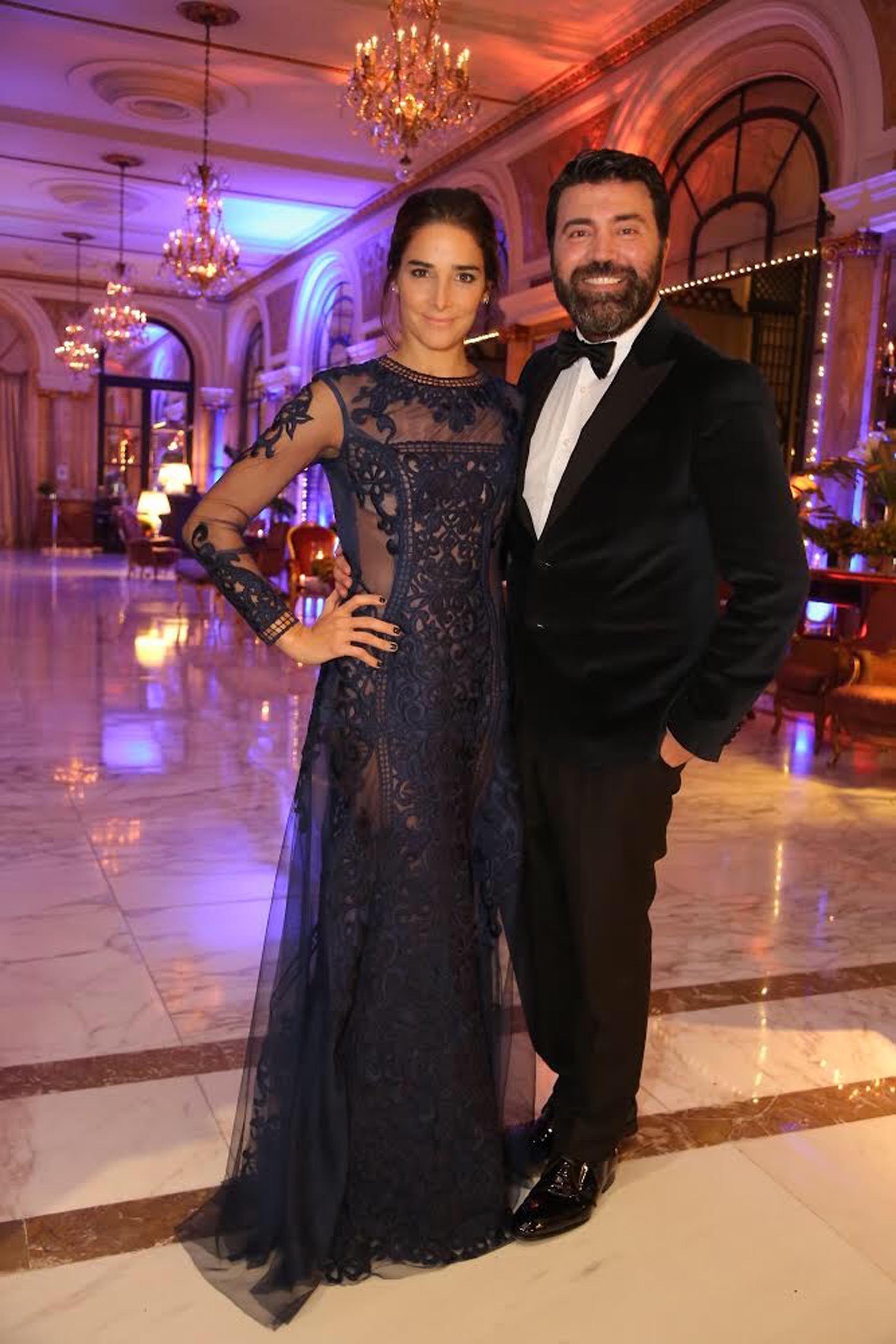 144915cb7 Juana Viale junto al diseñador de su vestido, Javier Saiach | Moda ...