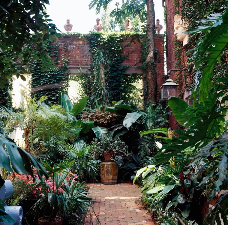 How to create a courtyard garden gardens back gardens for Tropical courtyard garden design