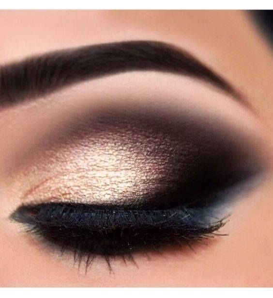 Gold glitter Smokey eye makeup