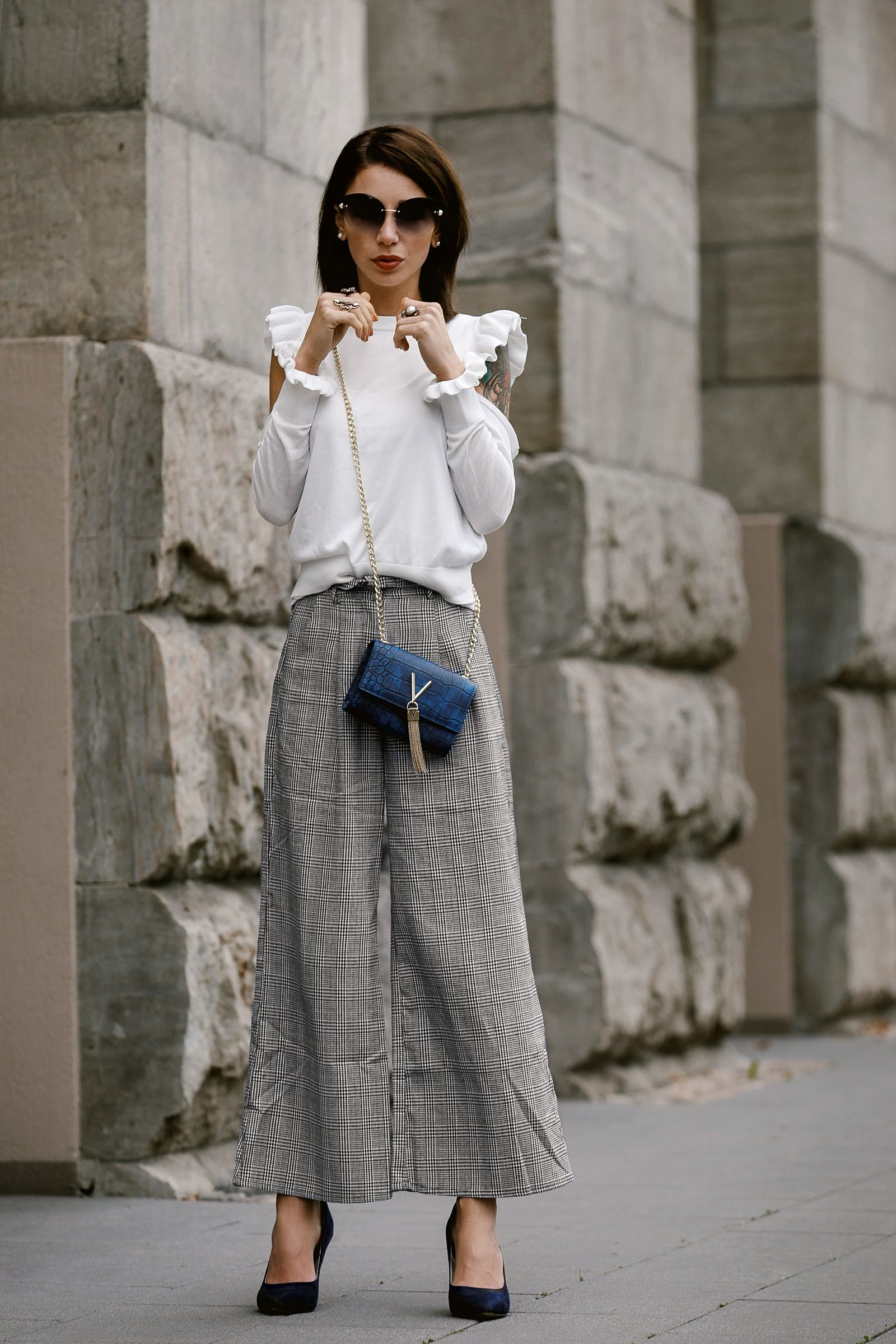 streetstyle outfit von mode bloggerin jasmin kessler hose mit glencheck muster mit cold shoulder - Glencheck Muster