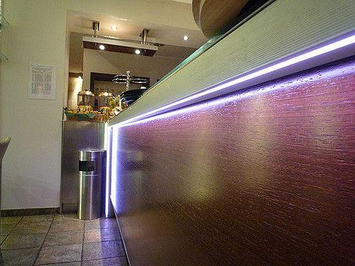 Illuminazione Bar tramite lampade Led da 3W di colore bianco caldo e RGB 9W full color. Gestione dei colori tramite telecomando.