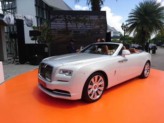 Here it is the droptop Rolls Royce Dawn you saw it here first in
