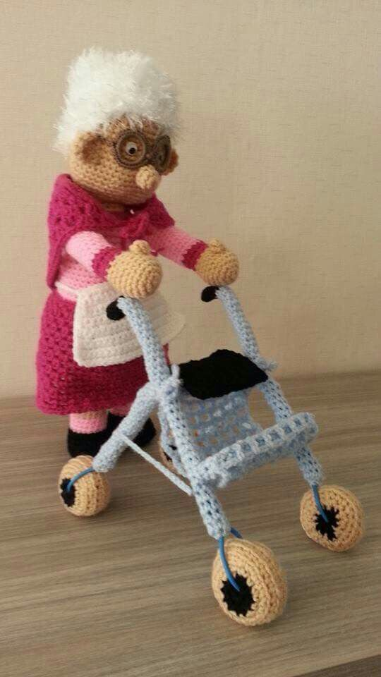 Oma Achter Rollator Hackovane Hracky Pinterest Crochet Dolls