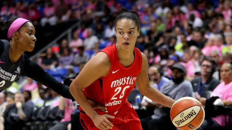 Los Angeles Sparks Players Kristi Toliver And Chiney Ogwumike To Opt Out Of The 2020 Wnba Season Hoopfeed Com In 2020 Wnba Players Basketball News