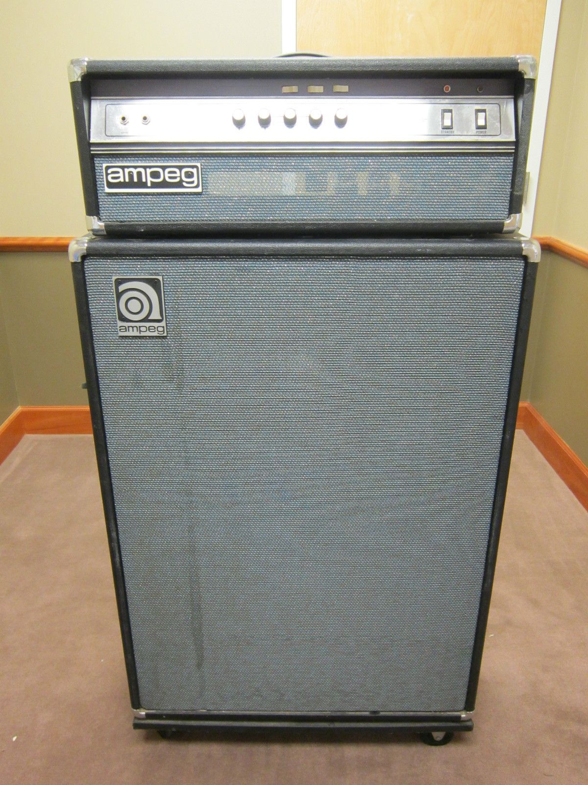 ampeg v4b bass amp as close as possible to the tone of the b 15n but with a ton of power. Black Bedroom Furniture Sets. Home Design Ideas