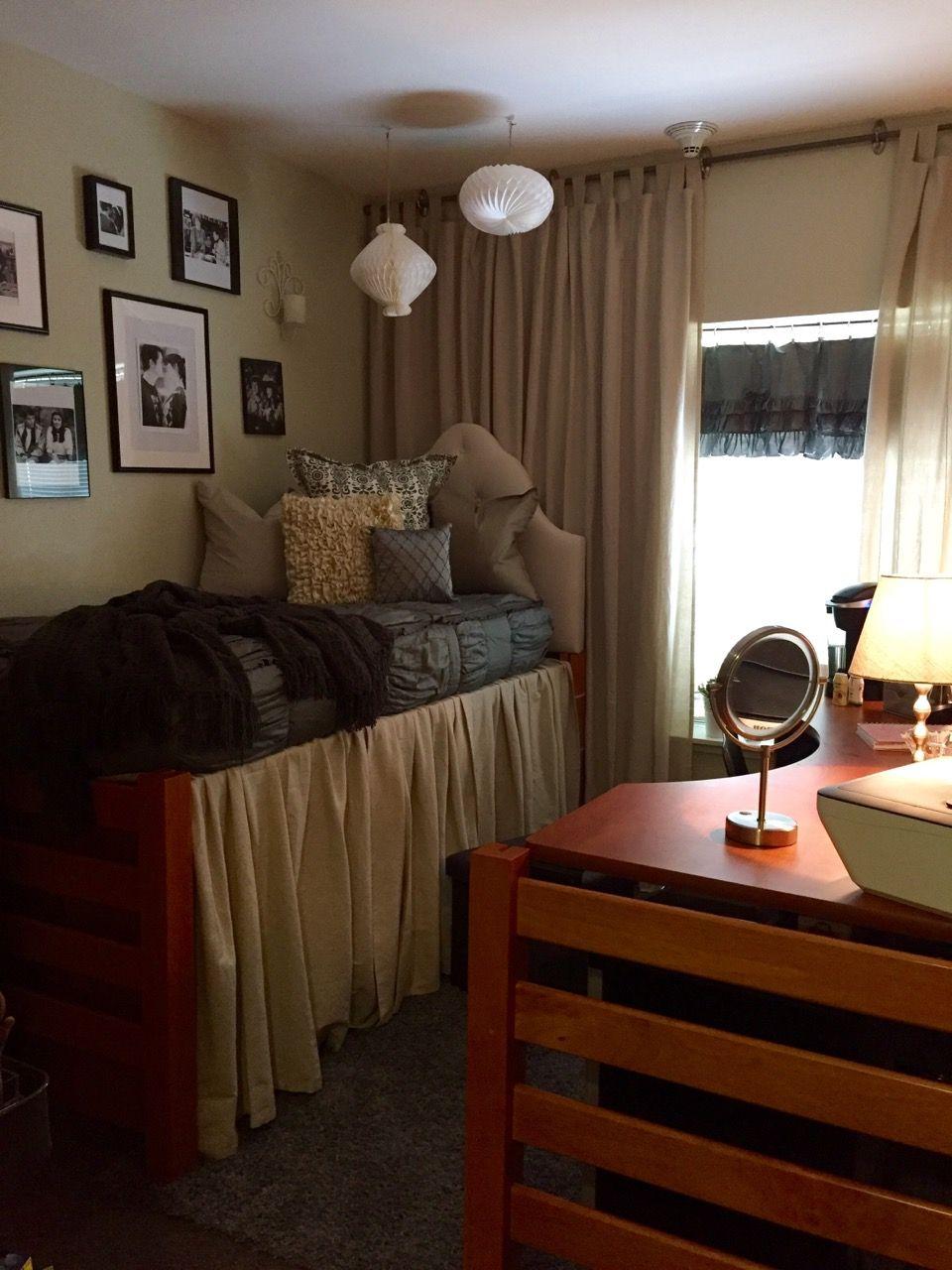Dorm room furniture layout - Cozy Dorm Bedroom At The University Of Arkansas Hannah Grace S Dorm Room