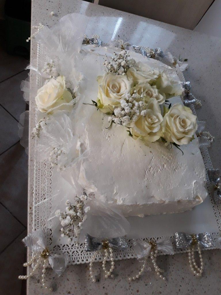 Torta Per 30 Anni Di Matrimonio Pan Di Spagna Farcito Di Crema Pasticcera D Ricoperto Di Panna Rose Fresche Per Guarnizione E F Torte Pasticceria Guarnizioni