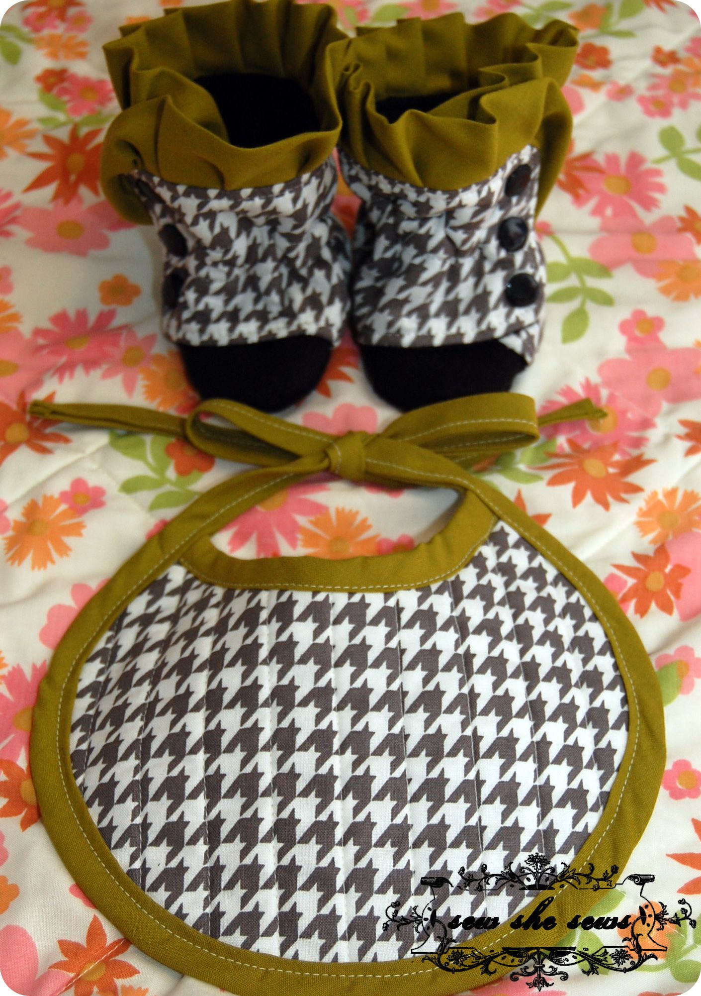 Cute hand-made shoes!   QUILTS #1   Pinterest