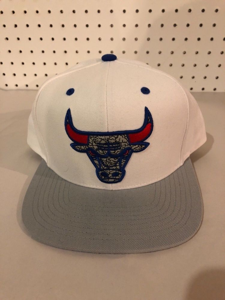 f73699b5d8b Chicago Bulls Mitchell and Ness Snapback Hat White Gray Large Logo  fashion   clothing  shoes  accessories  mensaccessories  hats (ebay link)