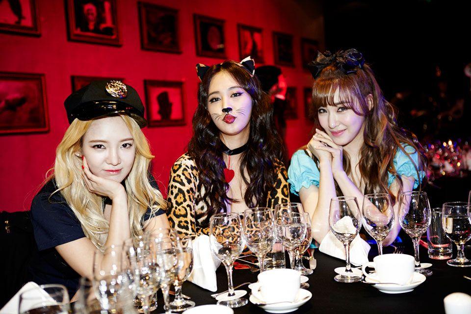Hyoyeon,Yuri, & Tiffany..:)   SM Entertainment Halloween Party ...