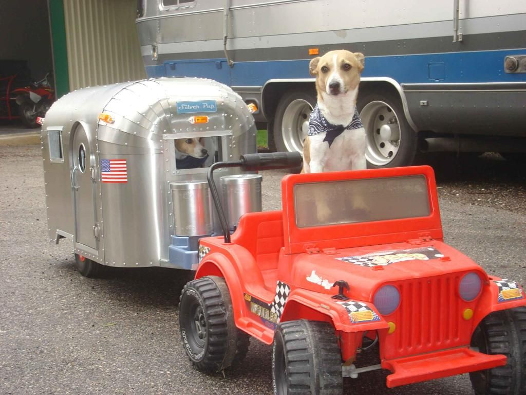 Airstream Dog House This Is How Dogs Road Trip With Their Own