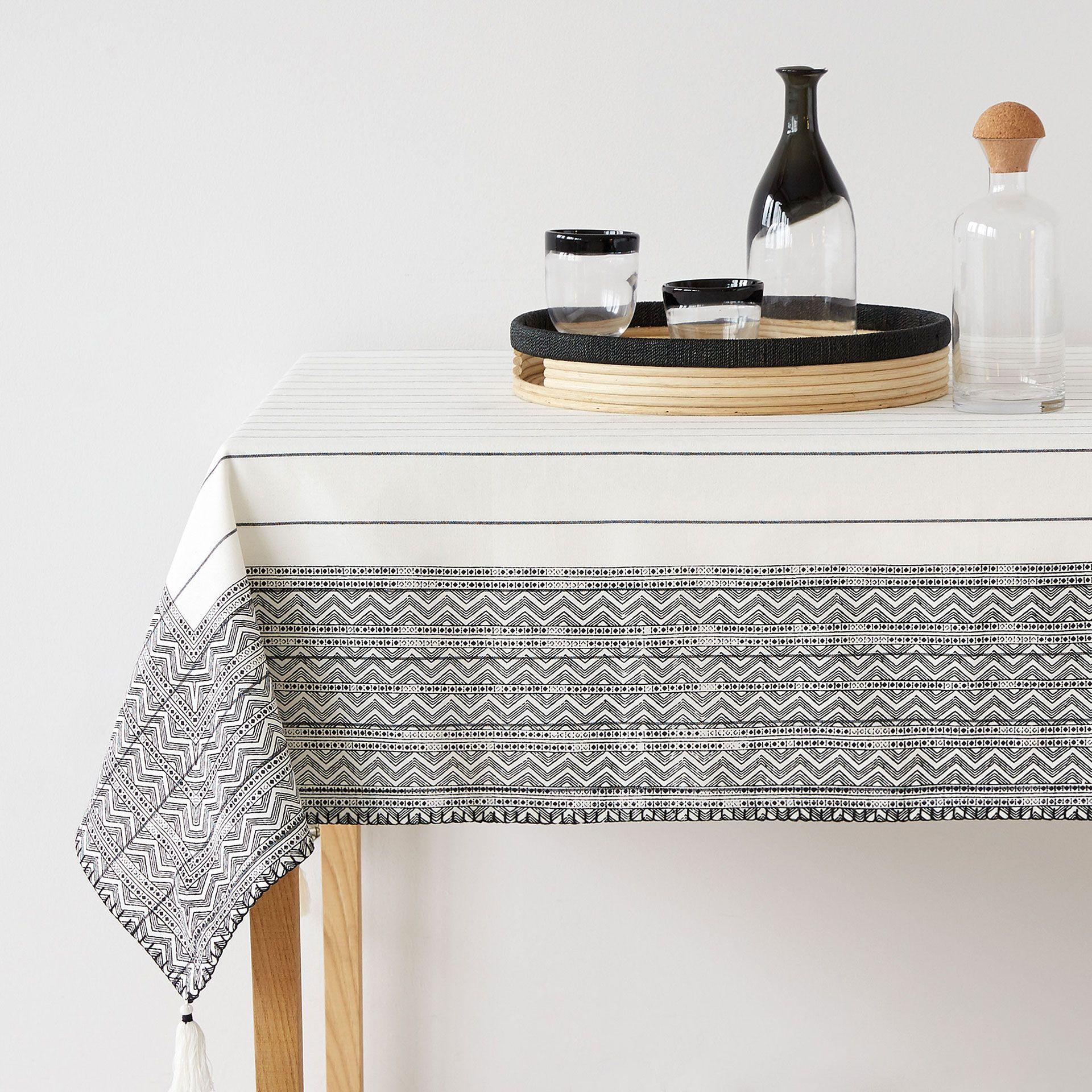 Jagged border tablecloth