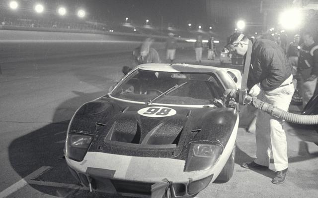 The Ford GT (con imágenes) Ford gt40, Autos, Autos antiguos