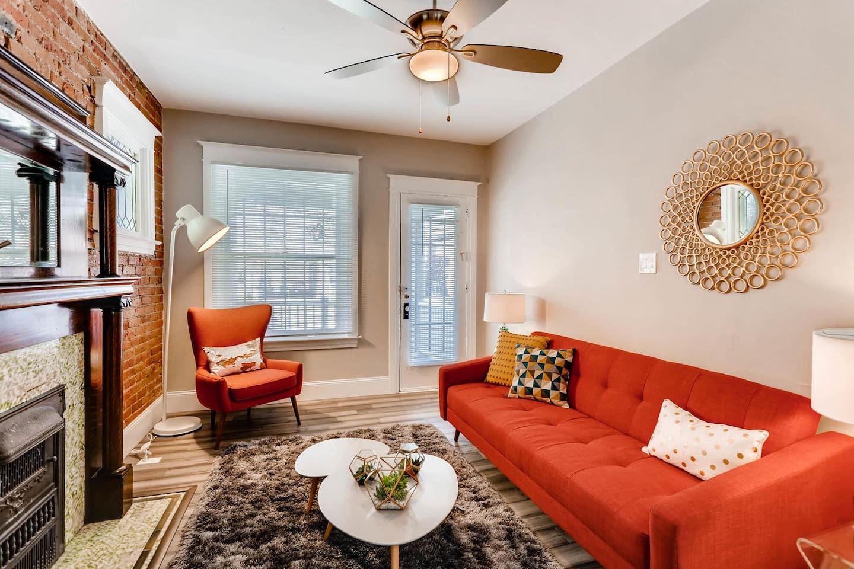 Wondrous Retro 2 Bedroom Luxury Suite Cap Hill Apartments For Download Free Architecture Designs Viewormadebymaigaardcom