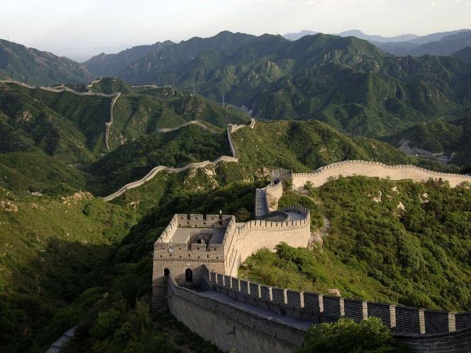 La Gran Muralla China Es Una Serie De Fuertes Originalmente Diseñados Para Proteger El Imperio Chino Con Famous Monuments Famous Landmarks Wonders Of The World