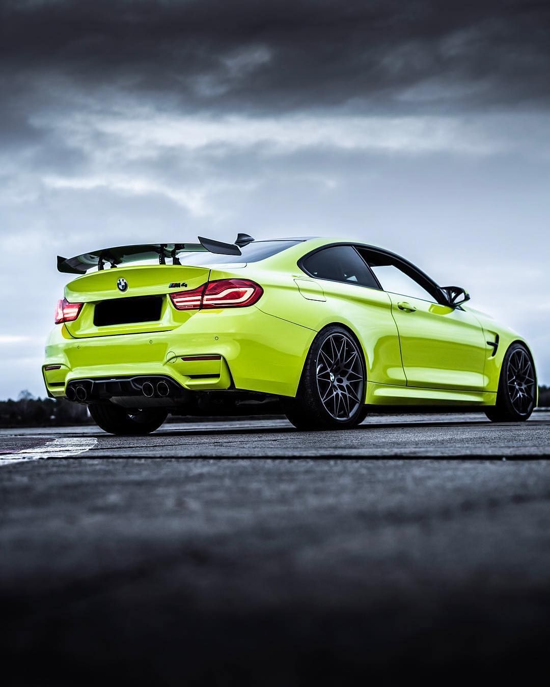 Bmw F82 M4 In Bmw Individual Special Paint Birch Green Life And