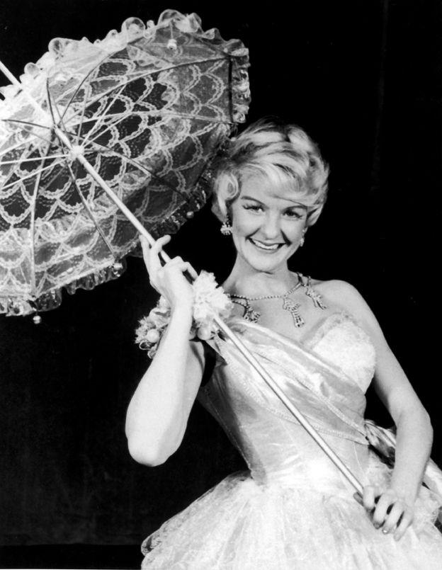 Elaine Stritch in Goldilocks – Original Broadway Cast ...