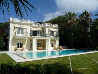 2 luxury villas in Saint-Jean-Cap-Ferrat with a total living