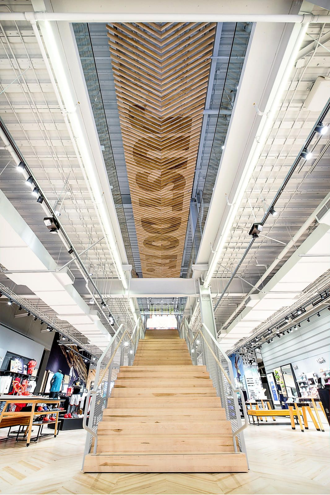 Nike reopens santa monica store with new focus on women 39 s for Raumgestaltung einzelhandel