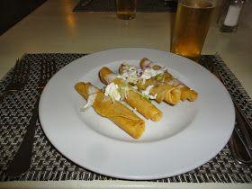 En México como en casi todas las culturas existen unos panes planos llamados  tortillas (haciendo referencia el término, a tortas pequeña...