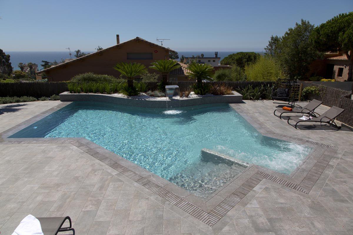 Piscina de dise o desbordante con canal de rosagres - Diseno de piscinas ...
