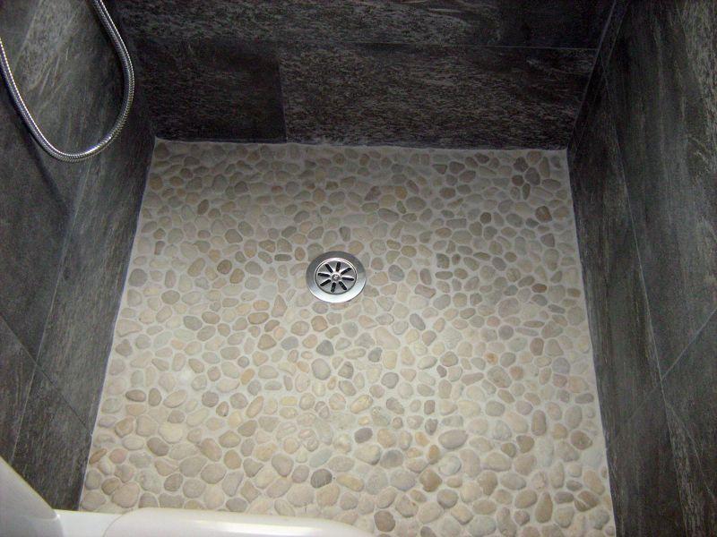 Fotograf a de plato ducha por reformas colocacion de for Duchas rusticas piedra