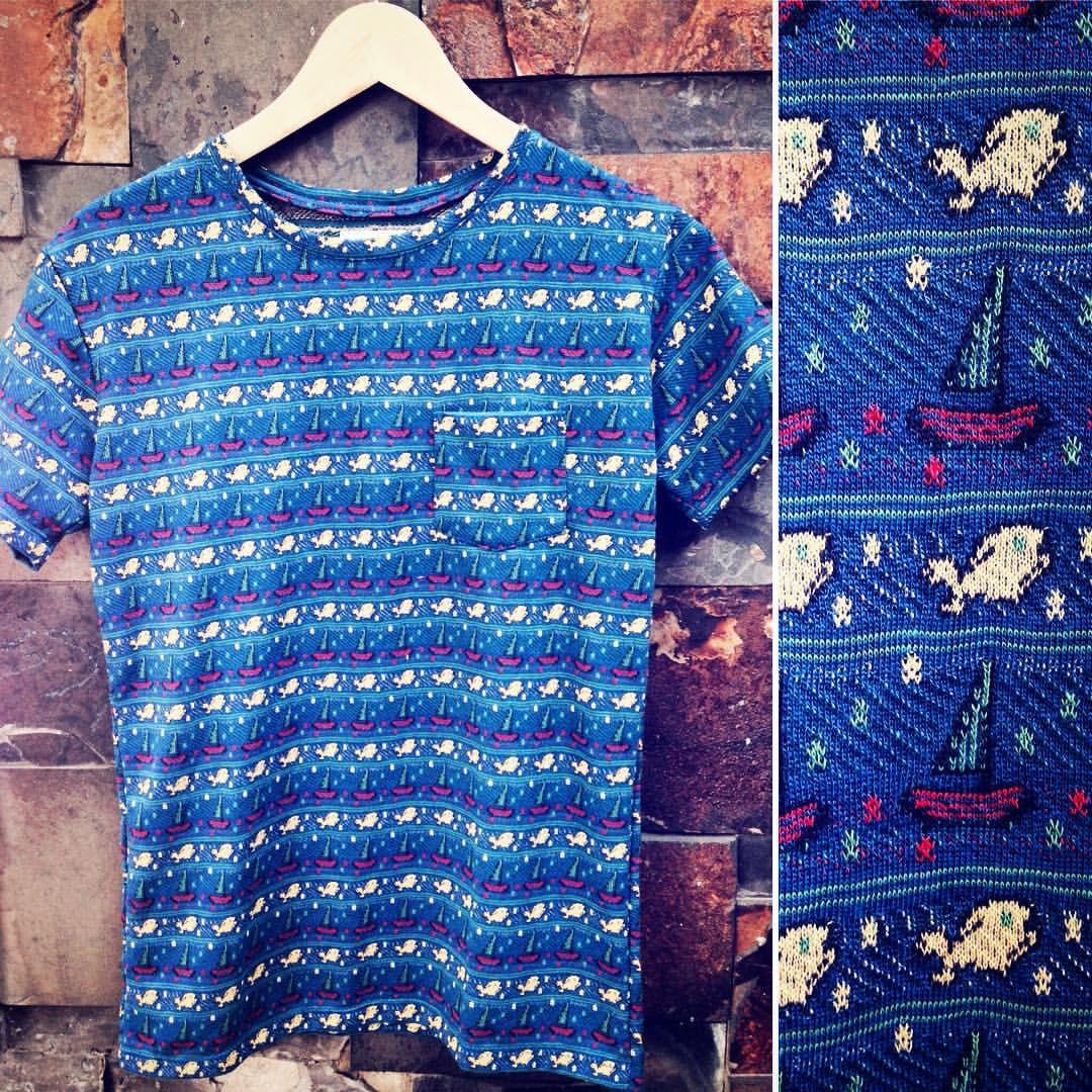 Es viernes! Nueva camiseta en algodón con tejido de peces y botes. Encuéntrala en nuestra tienda. #belikepardo #viaprovenza (en Pardo)