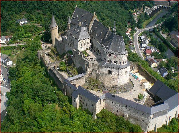 Epingle Par Giga Moseshvili Sur Vianden Chateau Chateau Moyen Age Photos Voyages