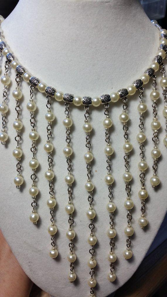 Collier de perles et métal offres.