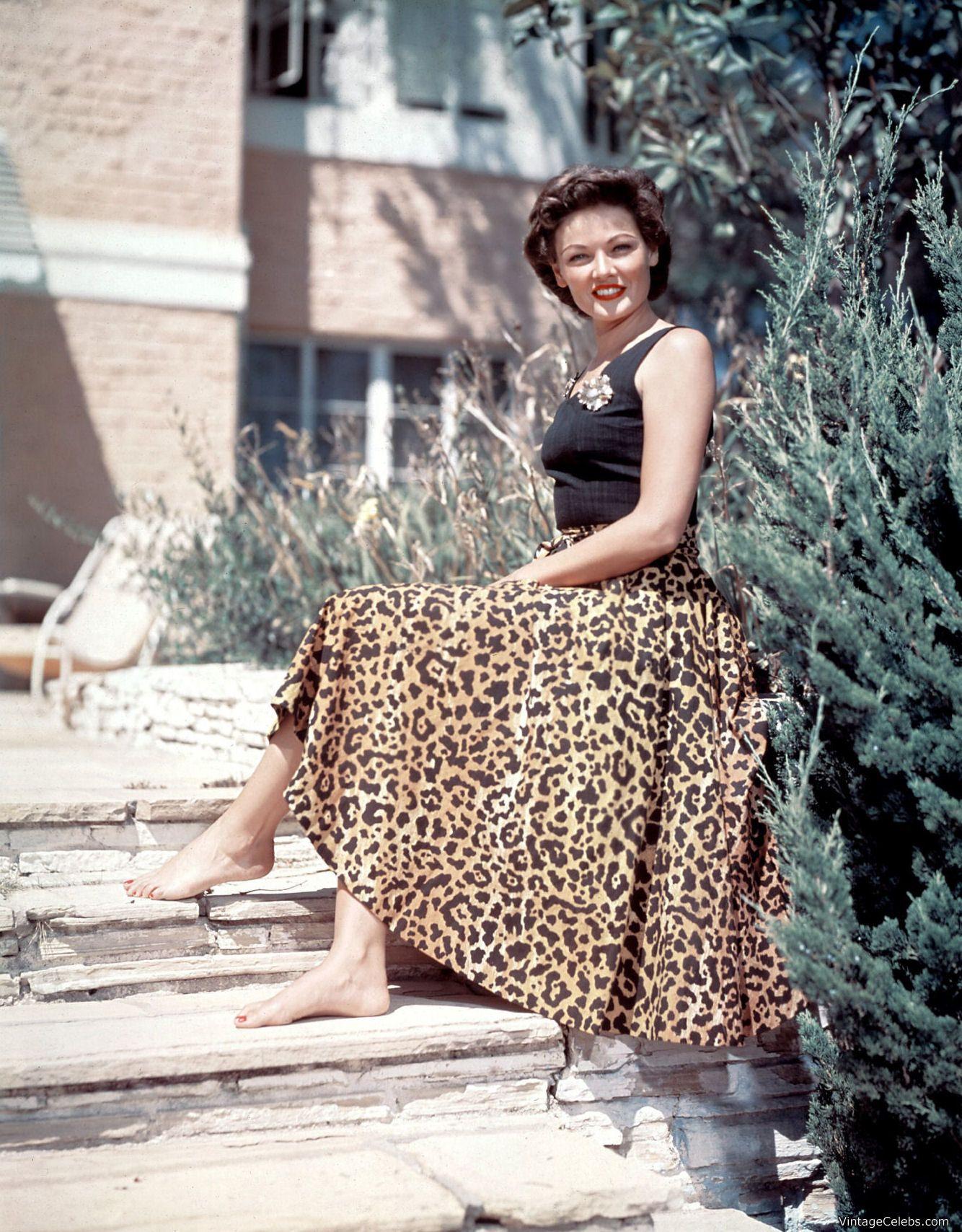 Vintage retro style animal print leopard pattern pendant necklace