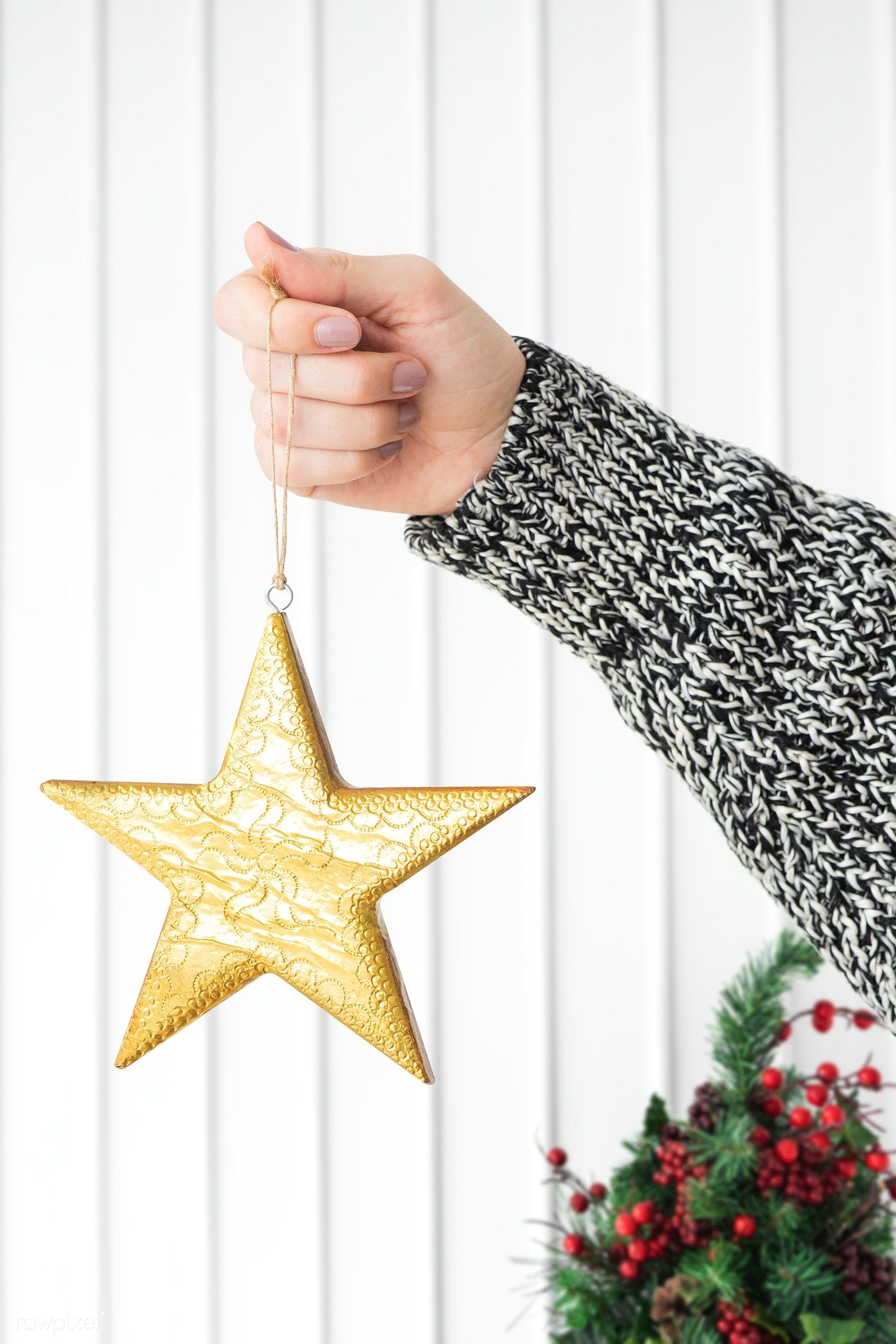 Download Premium Psd Of Woman Holding A Glittery Gold Star Christmas Christmas Pattern Background Gold Stars Christmas Tree With Presents