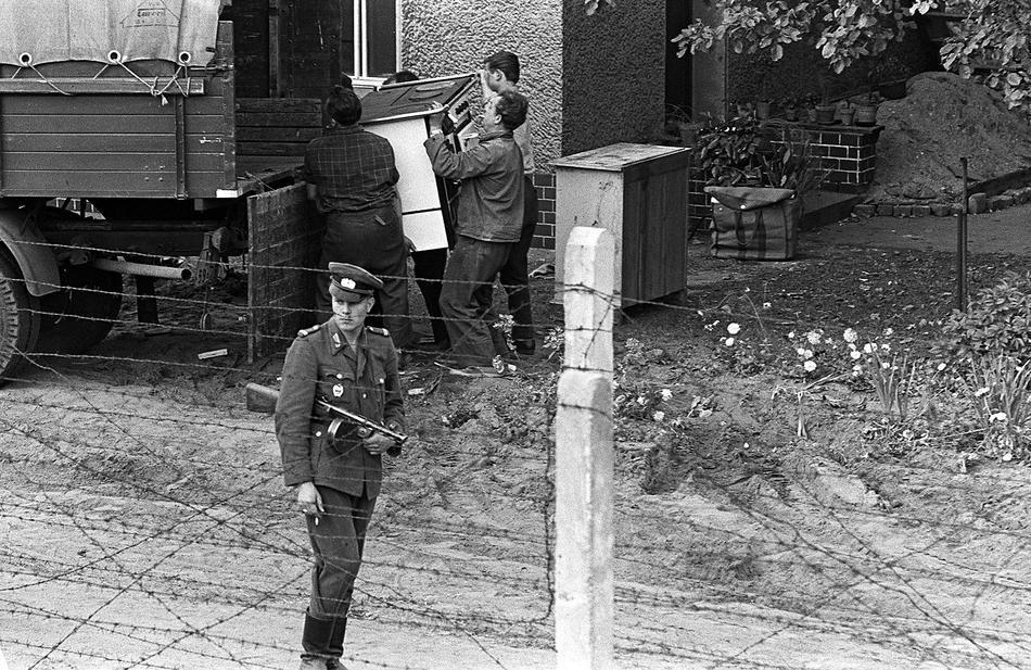 sovietschen sektor east berlin berlin had 4 sectors and on berlin wall id=40535