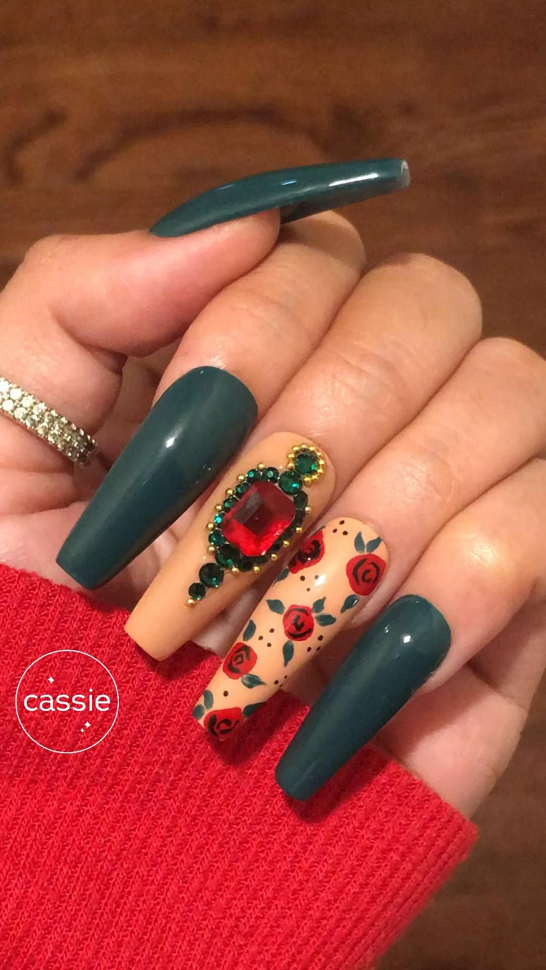 Hand-painted Rose Red and Green Royal nail art Pre