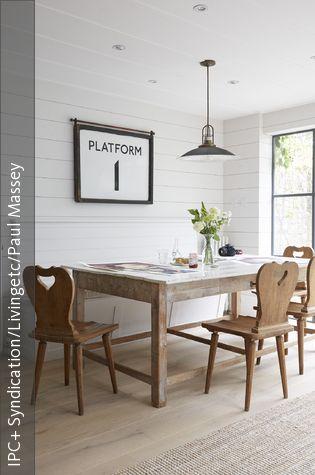 Bauernstühle mit Grifflöchern Esszimmer gestalten, Wandpaneele - esszimmer landhaus flair